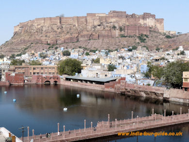 Jodhpur Sagar with the imposing Meherangarh Fort behind.
