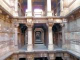 Dada Hari ni Vav layers of galleries in the step well